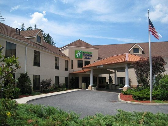 Holiday Inn Express Great Barrington: Hotel Exterior
