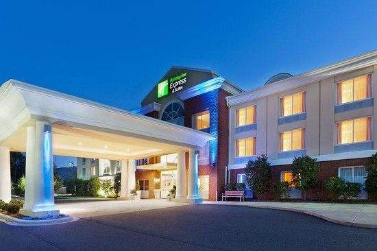 Holiday Inn Express Hotel & Suites Dillsboro