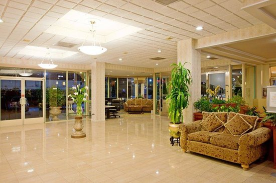 Holiday Inn Express Hotel &amp; Suites Pasadena-Colorado Blvd.: Holiday Inn Express Pasadena Hotel Lobby