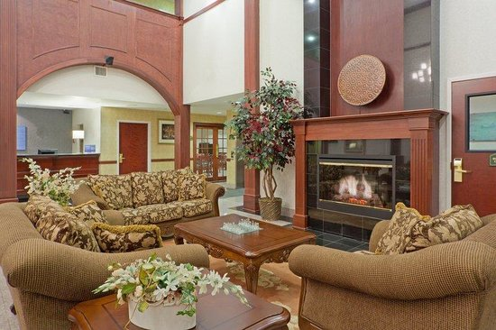 Holiday Inn Express Lordstown / Newton Falls / Warren : Relax by our cozy fireplace