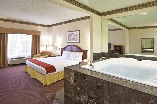 Holiday Inn Express Toledo-Oregon: Jacuzzi Suite-black marble surround