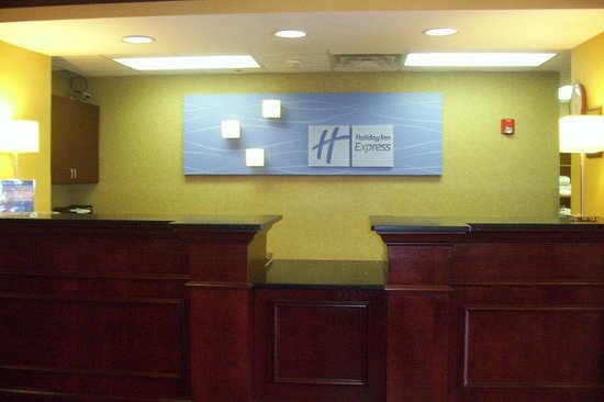 Lawrenceburg, IN: Front Desk