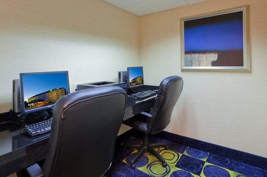 Holiday Inn Express & Suites - York: Complimentary, Efficient & Convenient Business Center Open 24/7!!
