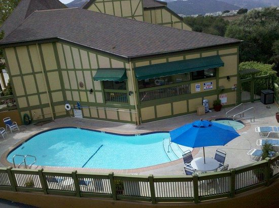 Svendsgaard's Lodge - Americas Best Value Inn: Outside Swimming Pool