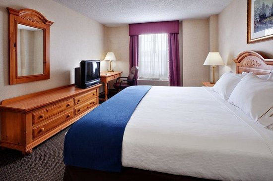 Holiday Inn Express Elizabethtown (Hershey Area) : One of the rooms to a two room suite. 