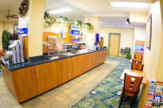 Holiday Inn Express Orange Beach-On The Beach: Breakfast Bar