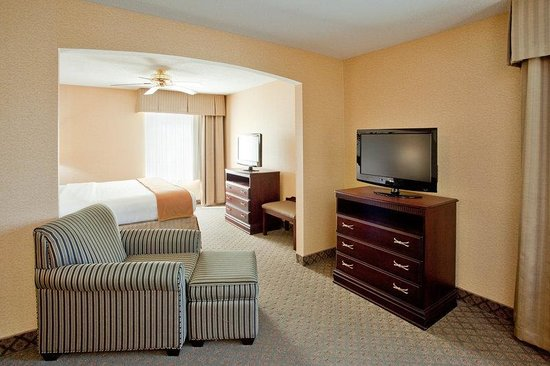 Holiday Inn Express South Boston: Presidential Suite