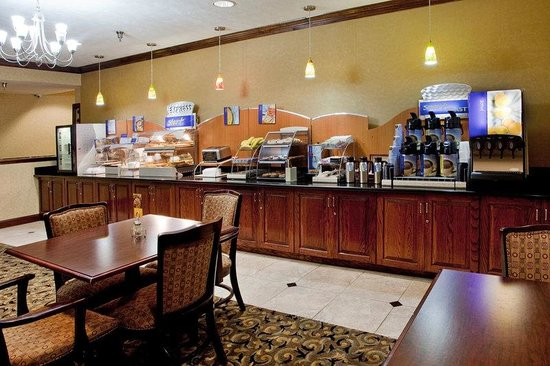 Holiday Inn Express South Boston: Breakfast Bar