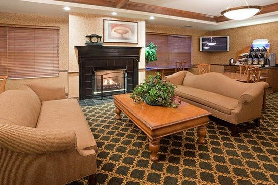 Holiday Inn Express Oshkosh-SR 41: Lobby Lounge