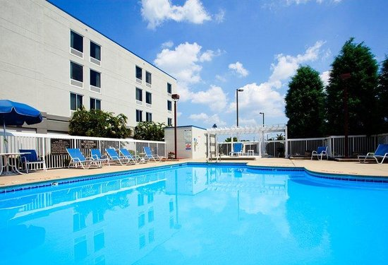 Holiday Inn Express Greenville: Swimming Pool