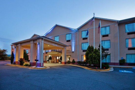 Holiday Inn Express Hiawassee: Hotel Exterior