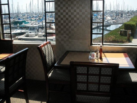 Holiday Inn Express Hotel &amp; Suites Ventura Harbor: Harbor View Dining