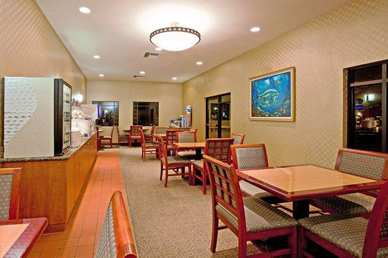 Holiday Inn Express Hotel &amp; Suites Ventura Harbor: Breakfast Area