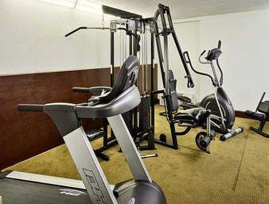 Howard Johnson Express Arlington Ballpark/Six Flags: Fitness-Room