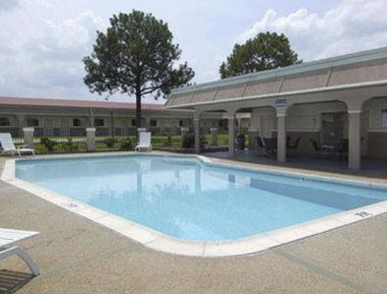 Howard Johnson Express College Station: Pool