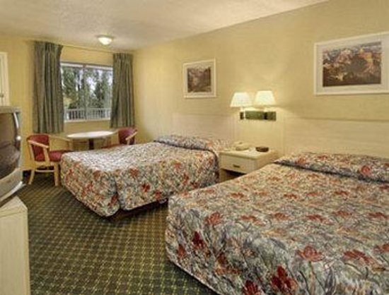 Howard Johnson Flagstaff I-40 Exit 198 E. Lucky Lane: Two Bed Guest Room