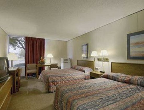 Howard Johnson Hotel Riverside Grand Island NE: Standard Two Double Room
