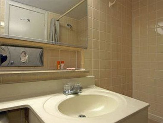 Howard Johnson Express Inn Bellmawr NJ/Philadelphia Area: Bathroom