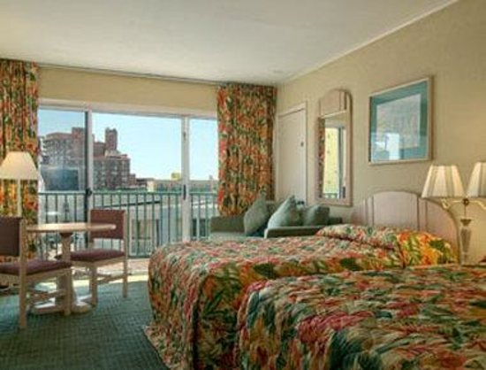 Howard Johnson Oceanfront Hotel: Ocean View Room