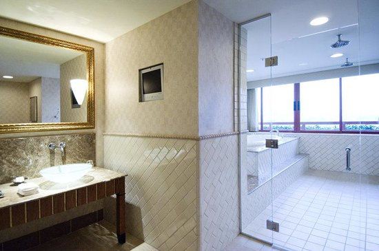 ‪‪InterContinental Los Angeles Century City‬: Royal Suite Bathroom‬