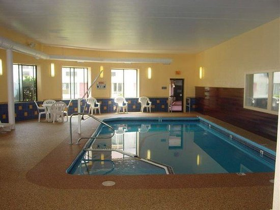 The Admiralty Inn: Indoor Pool