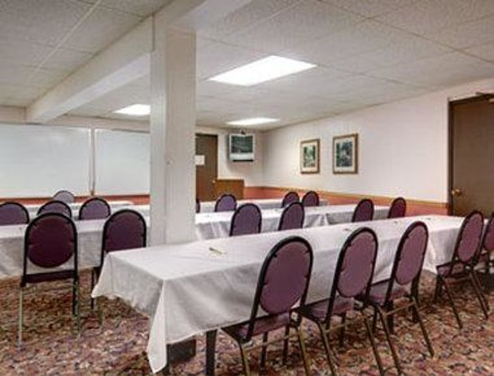 Waukesha, WI: Meeting Room