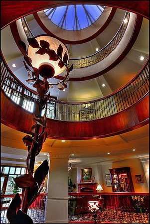 French Quarter Inn: Lobby Atrium