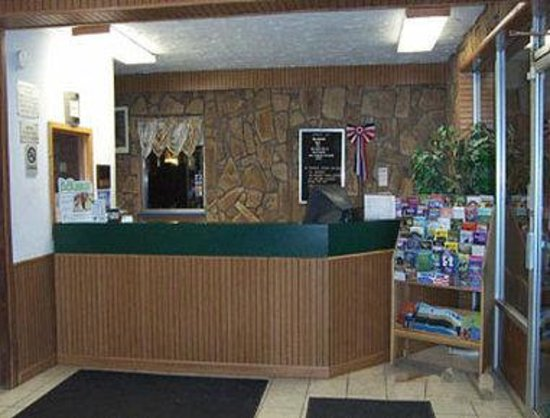 Knights Inn Bluefield: Front Desk