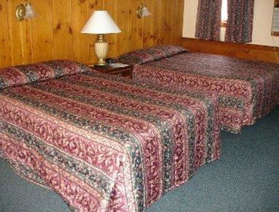 Knights Inn Boston/Danvers: 2 Queen Beds Guest Room