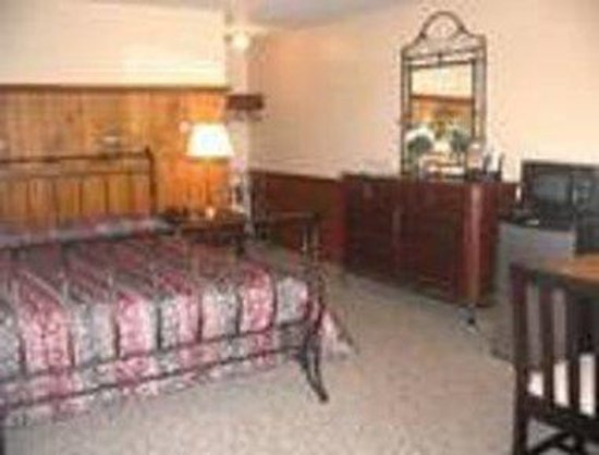 Knights Inn Boston/Danvers: 1 King Bed Guest Room