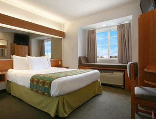 Microtel Inn &amp; Suites by Wyndham Springfield: Standard Queen Bed Room