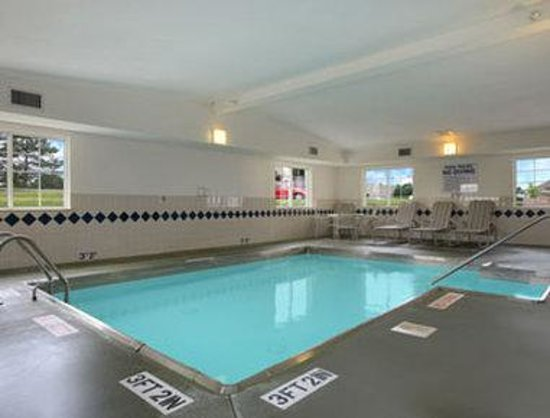 Microtel Inn & Suites by Wyndham Springfield: Pool