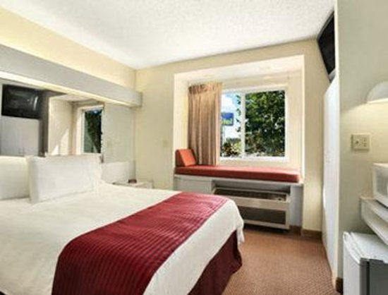 Microtel Inn by Wyndham Calcium/Near Fort Drum: Standard Queen Bed Room