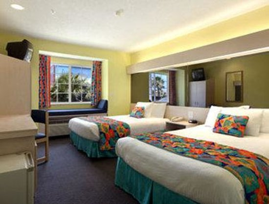 Microtel Inn &amp; Suites by Wyndham Carolina Beach: Standard Two Queen Bed Room