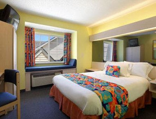 Microtel Inn & Suites by Wyndham Carolina Beach: Standard Queen Bed Room