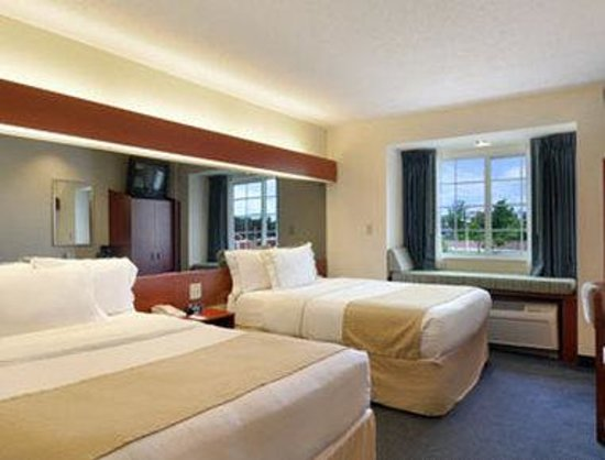 Microtel Inn & Suites by Wyndham Middletown: Standard Two Queen Bed Room