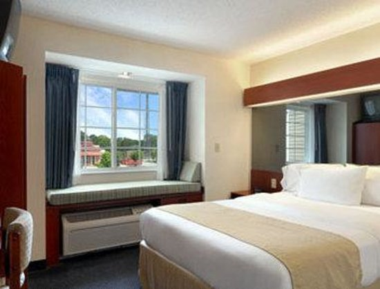 Microtel Inn &amp; Suites by Wyndham Middletown: Standard Queen Bed Room