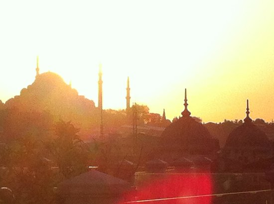 Neorion Hotel: View of mosque at sunset from roof terrace