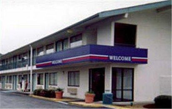 Motel 6 Stockton - Charter Way West: MExterior