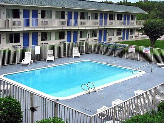 Motel 6 Freeport - Clute: MPool
