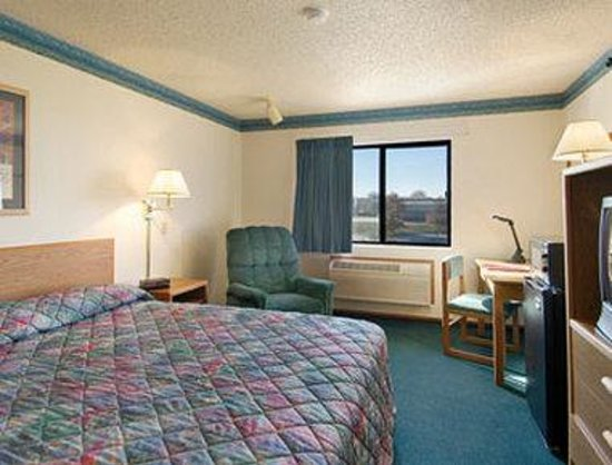 Super 8 Jefferson City: Super King Suite with Micro/Fridge