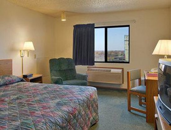 Super 8 Jefferson City: Standard King Bed Room