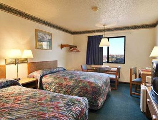 Super 8 Jefferson City: Standard Two Double Bed Room