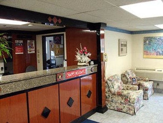 Super 8 Gardner: Lobby