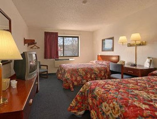 Super 8 Gardner: Standard Two Double Bed Room