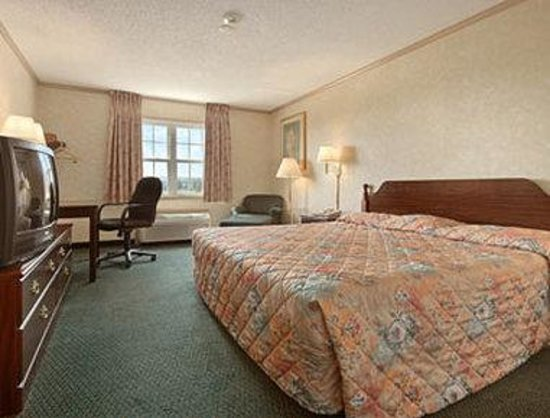 Super 8 Maumee/Arrowhead: Standard King Bed Room