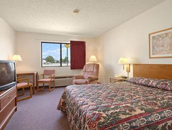 Super 8 Motel Dyersville : Standard Queen Bed Room
