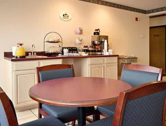 Wenona, IL: Breakfast Area