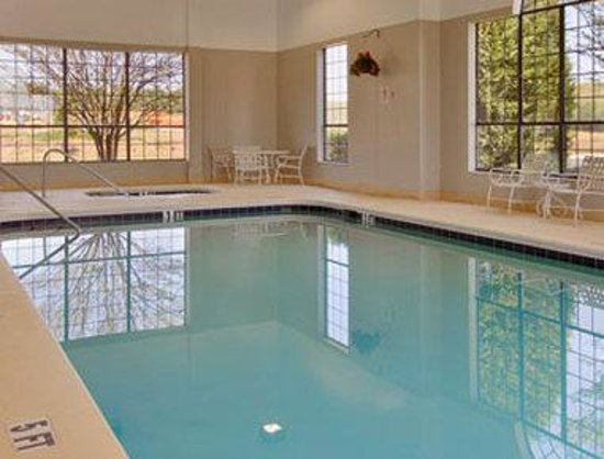 Super 8 Dawsonville: Heated Indoor Pool