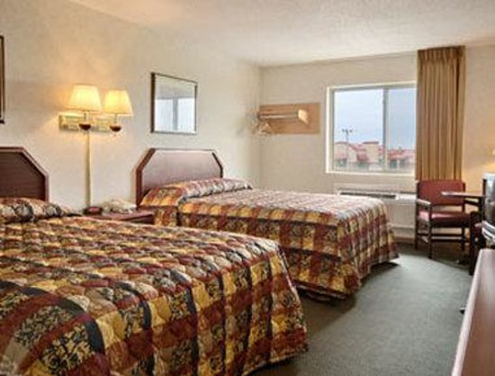 Wenona, IL: Standard Two Double Bed Room